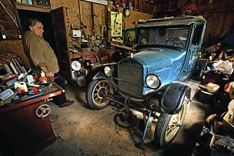 Peter Solhjell er begeistret for gamle ting, og i garasjen har han en T-Ford fra 1926 som han hevder snart skal rulle på veien igjen.