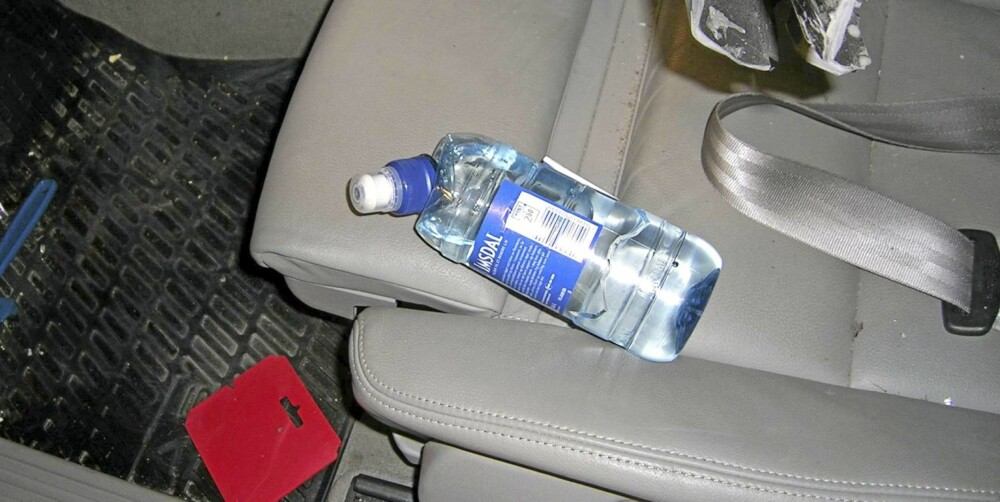 POTENSIELL RAMBUKK: En vannflaske etter en bråstopp fra 70 km/t. Foto: Trond Boye Hansen