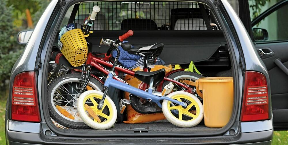BRUK NETT: Skill bagasjerommet fra kupeen ved hjelp av nett eller gitter. Illustrasjonsfoto: Colourbox.no