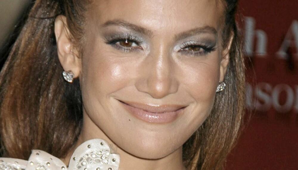 SULTENT BLIKK: Det bruser fortsatt hett i blodet på den 42-årige tobarnsmoren Jennifer Lopez.