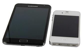 STOR: Sammen med iPhone 4S ser man hvor stor Samsung Galaxy Note er.
