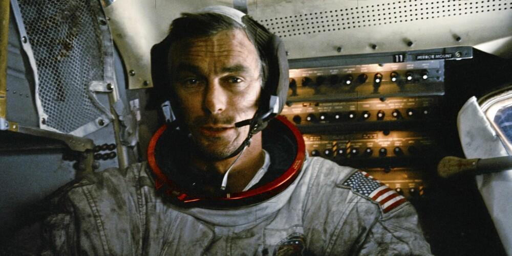 En sliten Eugene Cernan dekket av månestøv i landingsfartøyet. Han skulle bli sistemann på Månen i overskuelig fremtid.