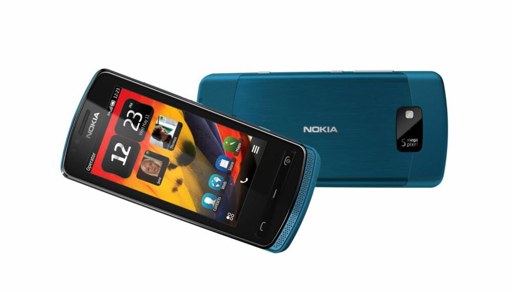 LITEN OG LETT: Nokia 700 veier under 100 gram og er svært hendig.