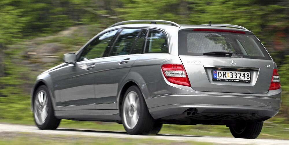 ROMMELIG: Mercedes-Benz C-klasse er kantete, noe som kommer innvendig plass til gode - og gjør den lett å manøvrere.