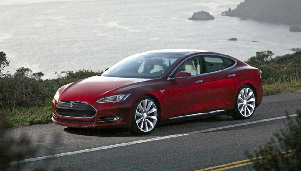 TESLA MODEL S: Miljøven og vakker, men også lynrask. Foto: Tesla