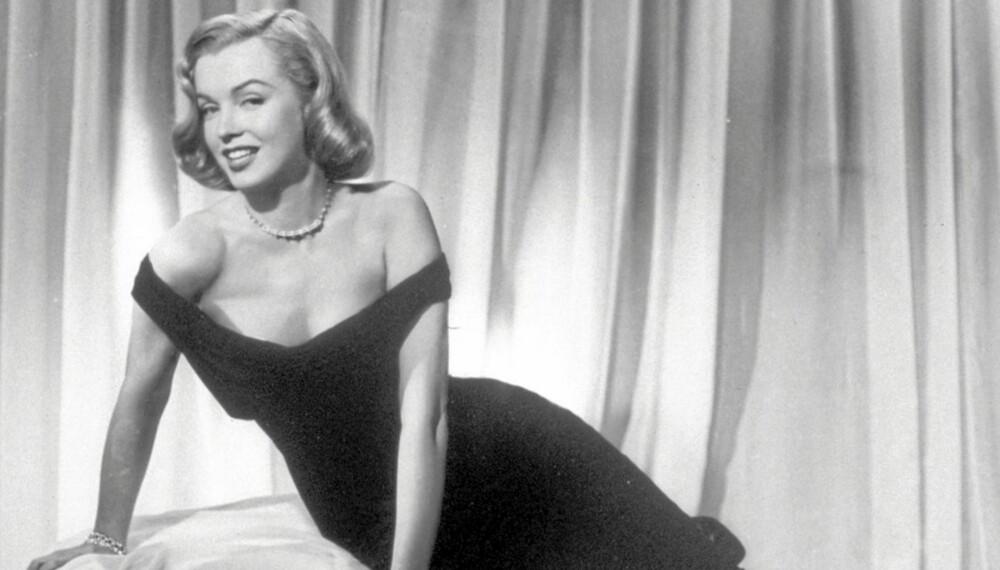 DEN LILLE SORTE: Marilyn som femme fatale i Asphalt Jungle fra 1950, ikledd en liten sort en.