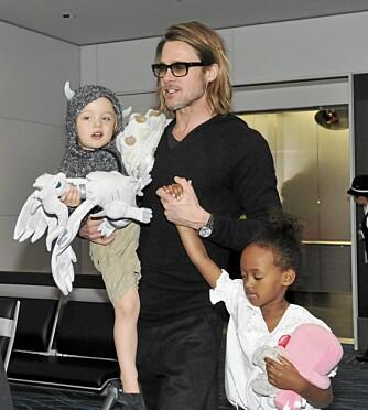 Hollywoodkjendisene har for vane å bære barna sine, selv om deungene har vært store nok til å gå selv i årevis. Nå viser det seg at det ikke er helt ufarlig dét heller.