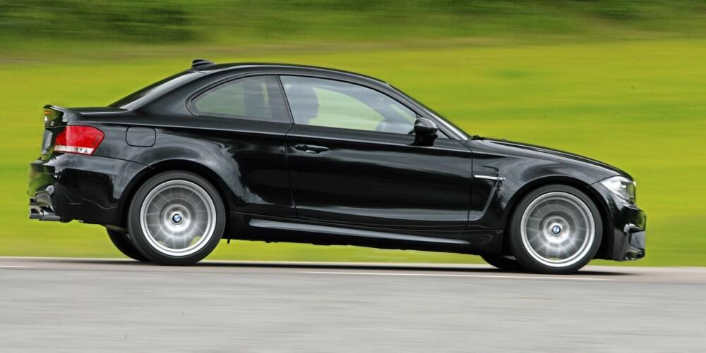 MEGET RASK: 1M Coupé er en av de raskeste bilene vi har testet på norsk jord. Nesten like rask i mellomakselerasjon som superbilene Mercedes SLS og Audi R8 V10.