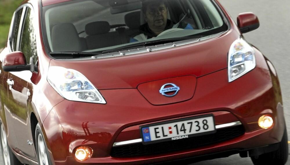 TID FOR ELBIL: Nissan Leaf er så langt den mest imponerende elbilen på markedet. Og koster lite å lade opp.