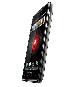TJUKKERE: Motorola har gjort Razr tjukkere, men også satt inn et veldig kraftig batteri.