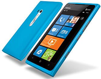 STØRRE LUMIA: Lumia 900 er nesten lik Nokia Lumia 800, men en del større.
