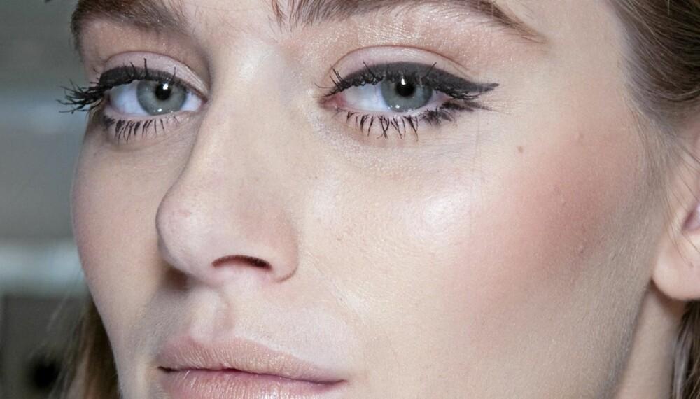 EYELINER: Makeupartistene på Gianfranco Ferre klarer det uten problem. Slik legger du perfekt eyeliner.