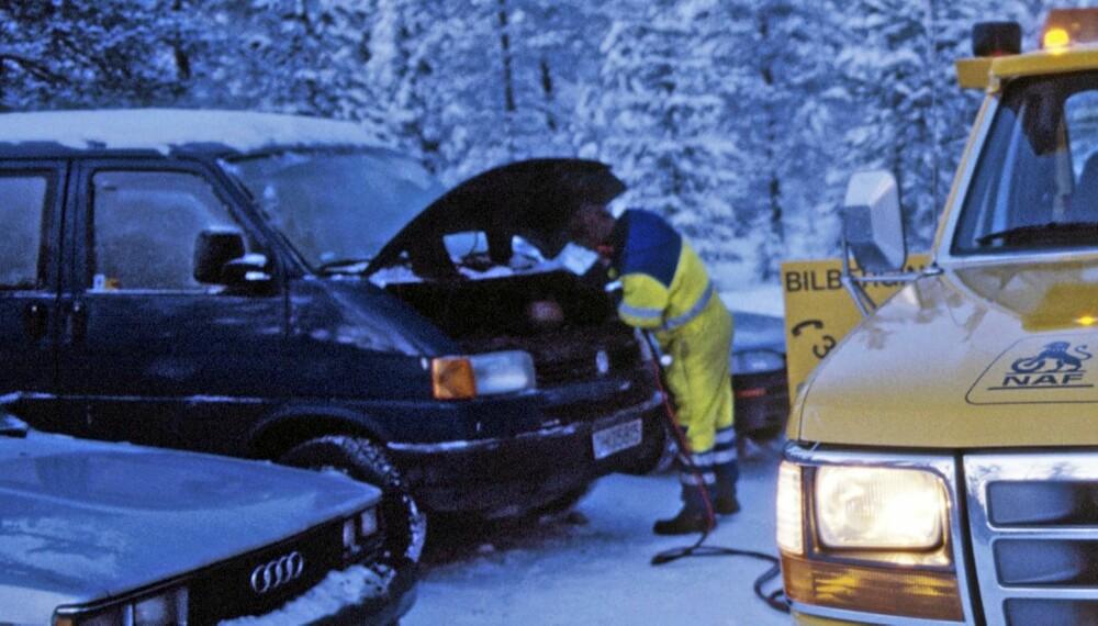 FLATT: Vintersesongen 2010/2011 rykket NAF ut over 27 000 ganger for å starte biler med flatt batteri.
