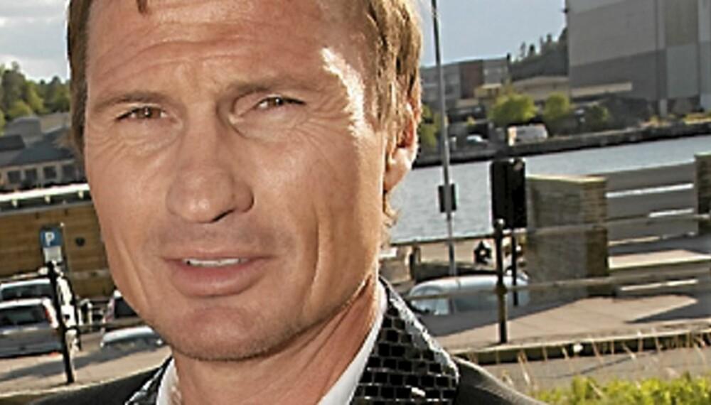 Petter Stordalen vil hjelpe til med å gjenreise Utøya.
