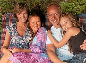 FAMILIELYKKE: Solveig er gift med Jan Tore Sanner, og sammen har de døtrene Maria (18) og Sigrid (14). Her er de sammen for to år siden.