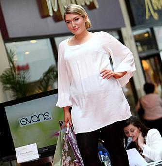 NORMAL-KVINNEN: Her er et bilde av plus size-modellen Jean. Den britiske gjennomsnittskvinnen er en størrelse 40-42. Da blir det litt urealistisk å bare se klærne på en kropp i størrelse 34.