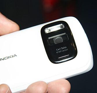 KAMERAMONSTER: Det mangler ikke på megapiksler på Nokia 808 PureView.