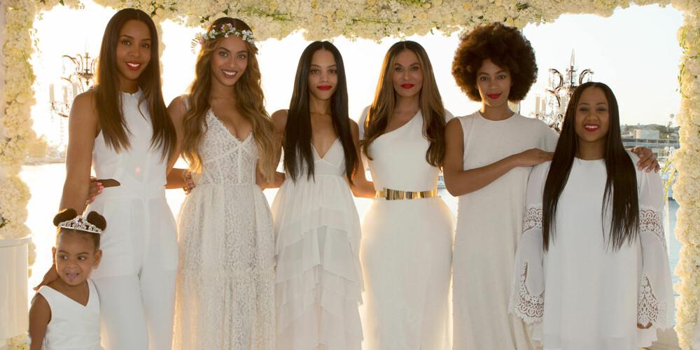 ALLE I HVITT: Da Beyoncé sin mor, Tina Knowles, giftet seg i 2015, var alle brudepikene kledd i hvitt.