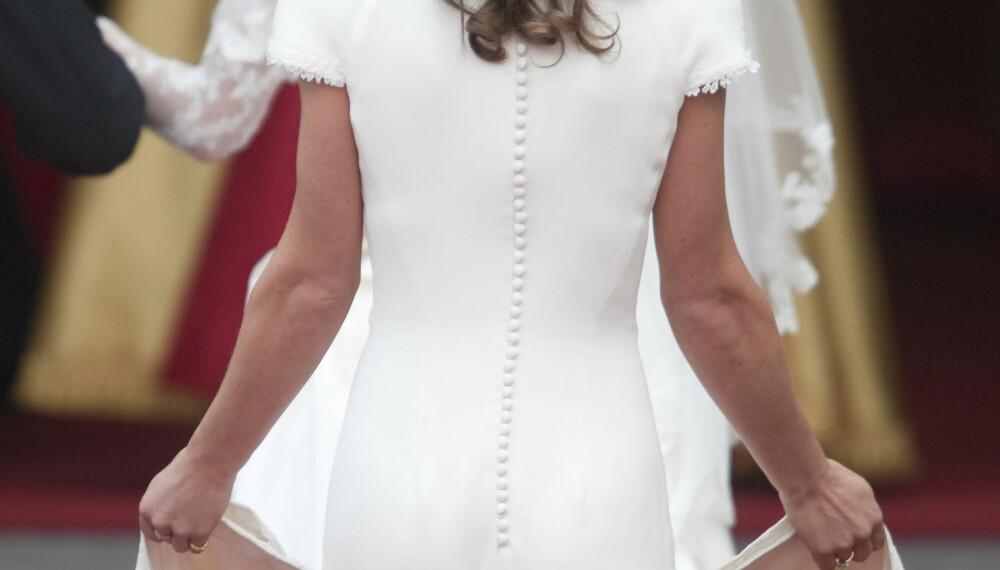 KLESKODER I BRYLLUP: Forlover og brudepiker må forhøre seg godt med bruden før de går til innkjøp av kjole. De færreste får nok gå med hvit kjole slik som Kate Middleton sin søster Pippa fikk da Kate og William giftet seg i 2011.