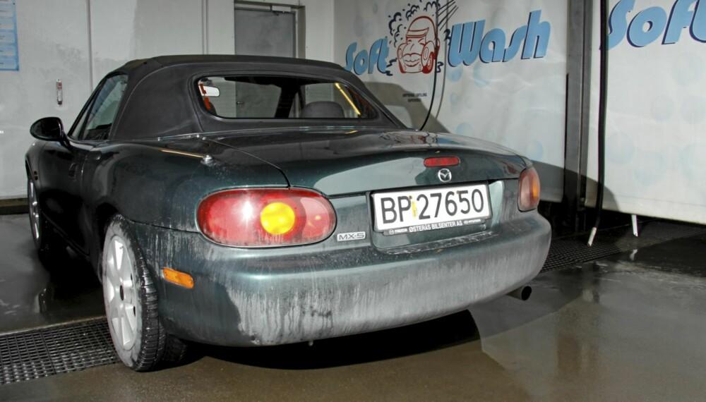FØR VASK: Slik så undertegnedes bil ut etter et par dager i Oslos saltlake.