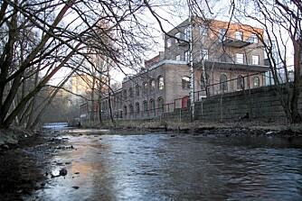 HISTORISK: Lilleborg Fabrikkers ærververdige teglbygning fra 1907 ligger idyllisk til ved Akerselva.