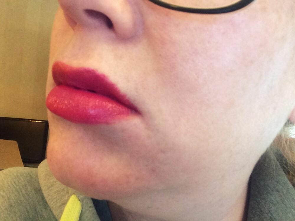 BLØDER: Leppestift som siver ut i huden rundt leppene omtales også som en leppestift som blør.