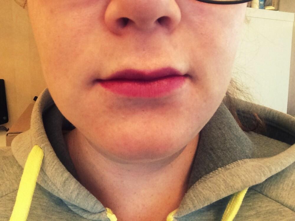 SMÅ LEPPER: Ifølge ekspertene er det de mørke leppefargene og mangel på lipliner som ofte får leppene til å se mindre ut.
