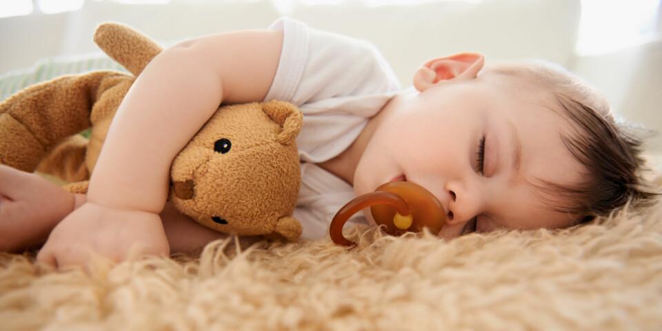 LEGGERUTINER HOS BABY: Fra 3-månedersalder kan det være lurt å begynne å tenke tanken om leggerutiner for babyen. FOTO: Gettyimages.com.