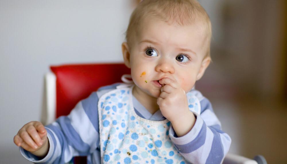 BABY SOM IKKE VIL SPISE: Har du et spedbarn som ikke vil spise? Overgangen fra melk til fast føde kan være utfordrende for de minste, men det finnes heldigvis råd som kan få bukt med problemet. Foto: Gettyimages.com.