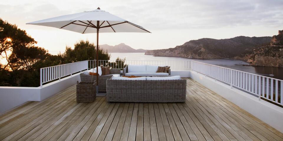 BYGGE TERRASSE SELV: Ifølge ekspertene er god planlegging over halve jobben dersom du skal bygge terrassen på egenhånd. Foto: Gettyimages.com.