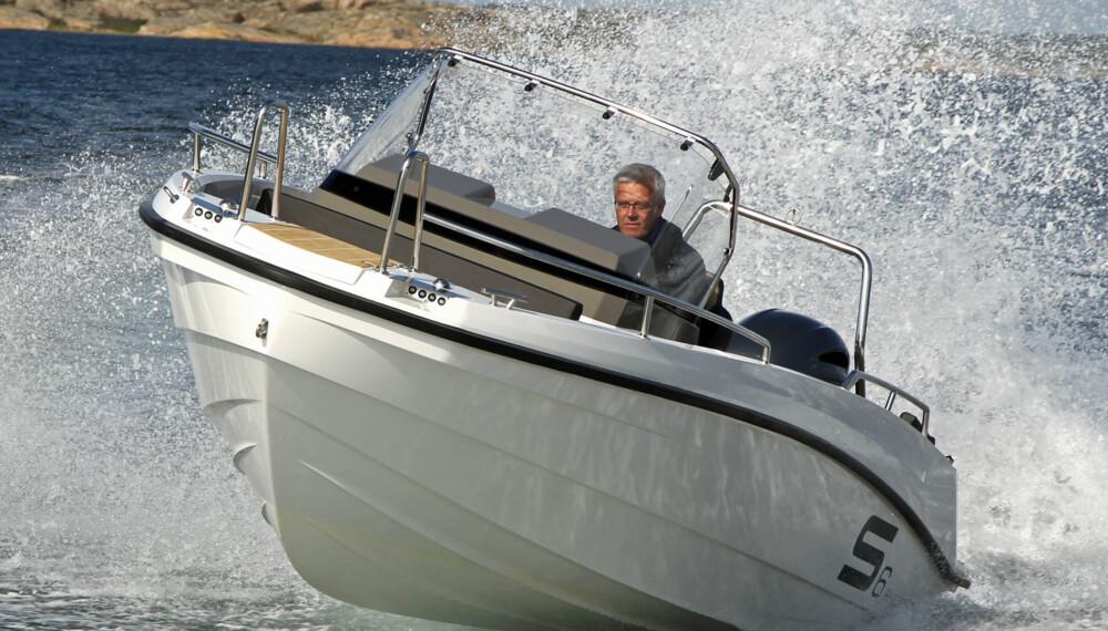 TRIM: Finnmasteren svarer fint på trimmen når du skal hente ut det siste av fartspotensialet. (FOTO: Petter Handeland)