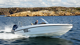 TOPPFART: Toppfart med 130 hk er drøyt 36 knop, mens båten gjør 41 knop med 150 hk.  (FOTO: Petter Handeland)