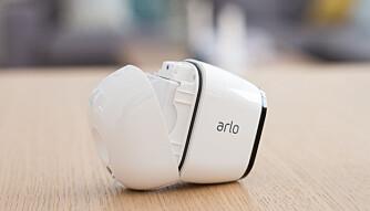 Arlo har skiftet ut kostbare engangsbatterier med et stort oppladbart batteri.