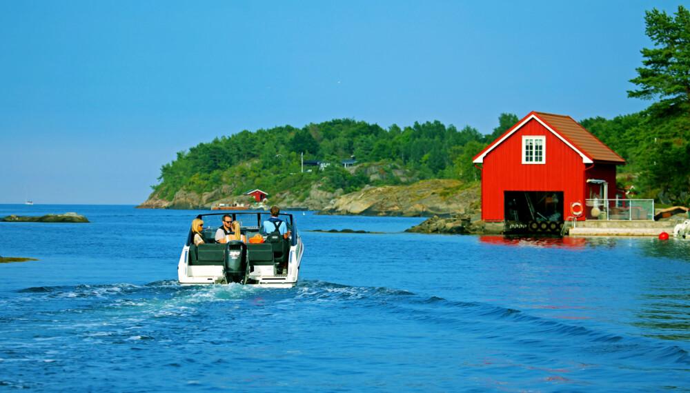 BARE KOS: Denne båten egner seg perfekt til rolige hyggeturer i skjærgården.  ((FOTO: Terje Bjørnsen/Petter Handeland)