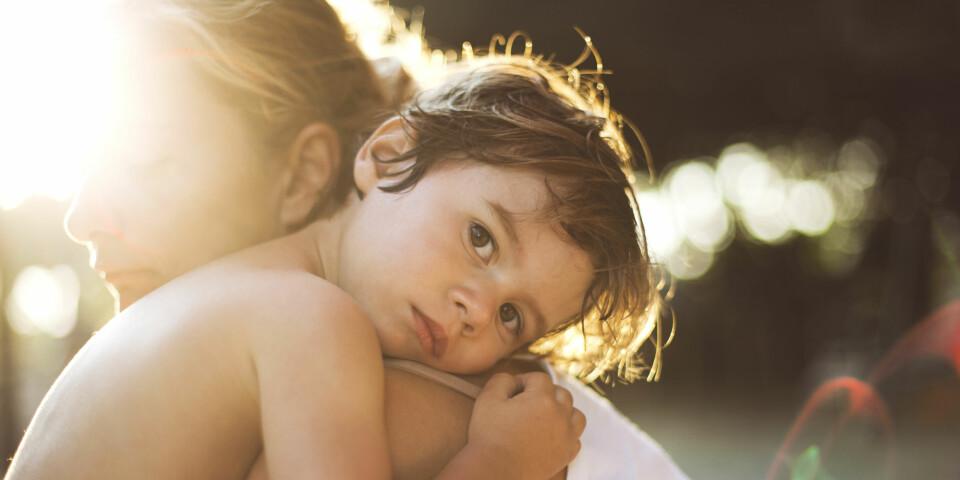 BARN OG FØLELSER: Gråter barnet ditt lett? Er barnet mye lei seg? Slik snakker du om følelser med barn.