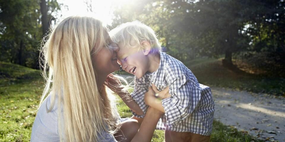 BARNEOPPDRAGELSE: Å oppdra et barn er en krevende og overveldende oppgave. Her får du tipsene som kan gjøre deg litt bedre rustet for oppgaven.