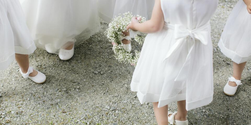 BRYLLAUP: - Å fotografere bryllaup er som ei prøve for nervene. Eg prøver mitt ytterste å stenga av kjenslene.