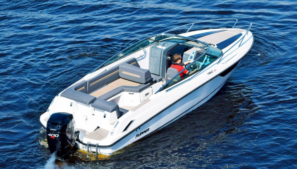 LITT EKSTRA: Med Mercury Verado 400R på hekken, skiller båten seg ut fra 300 hk-flokken. (FOTO: Flipper og Kari Wilén)