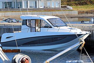 UT PÅ TUR: Styrehytte-designet skjuler en god turbåt.  (FOTO: Terje Bjørnsen)