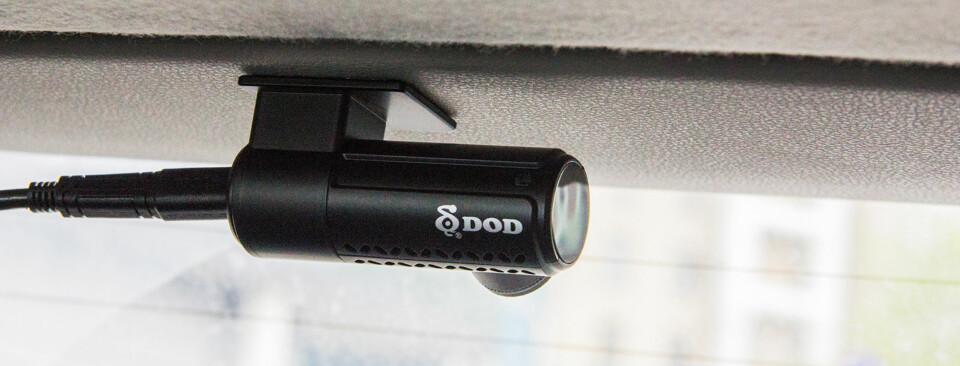 BAKRUTEKAMERA: Løsningen fra DOD inkluderer også et kamera man kan feste i bakruten eller et annet sted i bilen.
