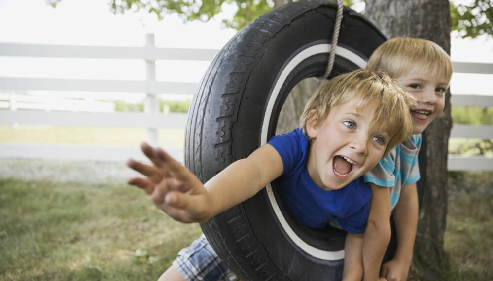 FYSISK AKTIVITET FOR BARN: For å få fysisk aktive barn, er det viktig at du som forelder er din egen rolle bevisst. Foto: Gettyimages.com.