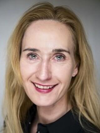 FORSKER: Christin Thea Wathne er forskningsleder ved Arbeidsforskningsinstituttet, Høyskolen i Oslo og Akershus. Hun har studert kvinners inntreden i politiet. Foto: HiOA