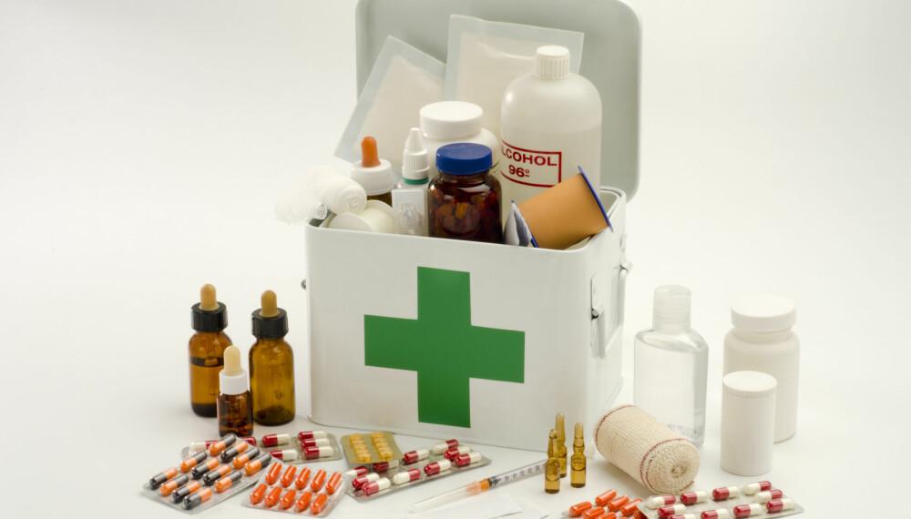 SJEKK DATOEN: Husk å sjekke utløpsdatoen på medisinene i medisinskapet ditt med jevne mellomrom.