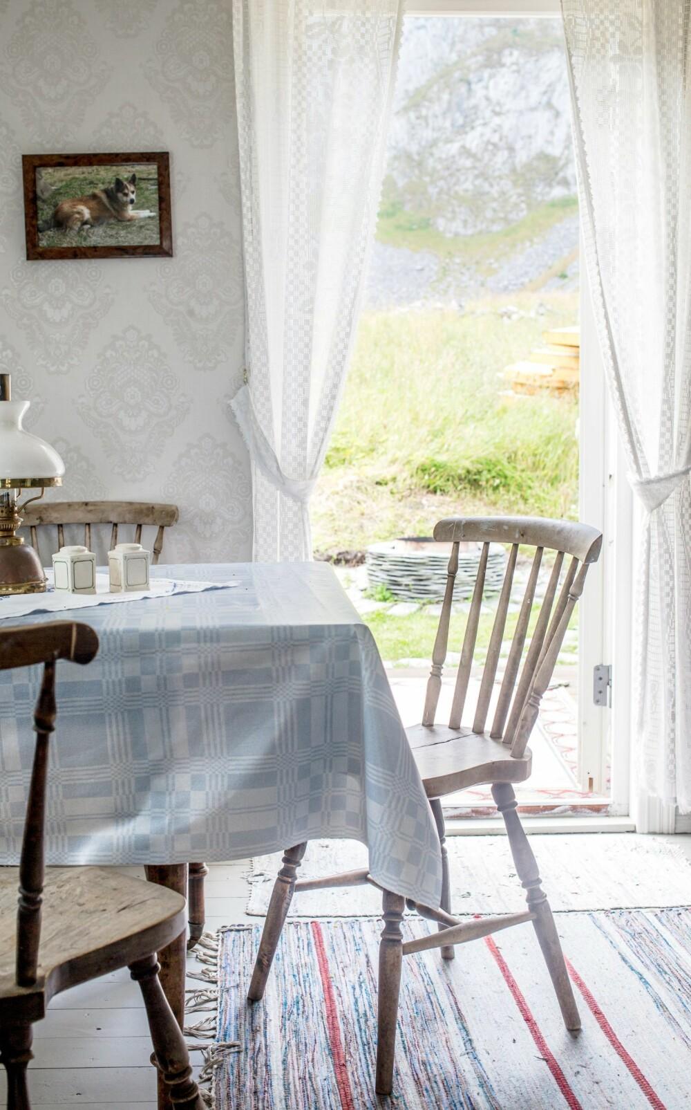 FAMILIESTED: Elisabeths foreldre Nancy og Håkon eier nabohytta, den tidligere Pettergården der bestefaren vokste opp. Her samles ofte hele familien rundt spisebordet.