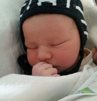 Ålesund gutten Henrik ble født 24. august, og veide 2990 gram.