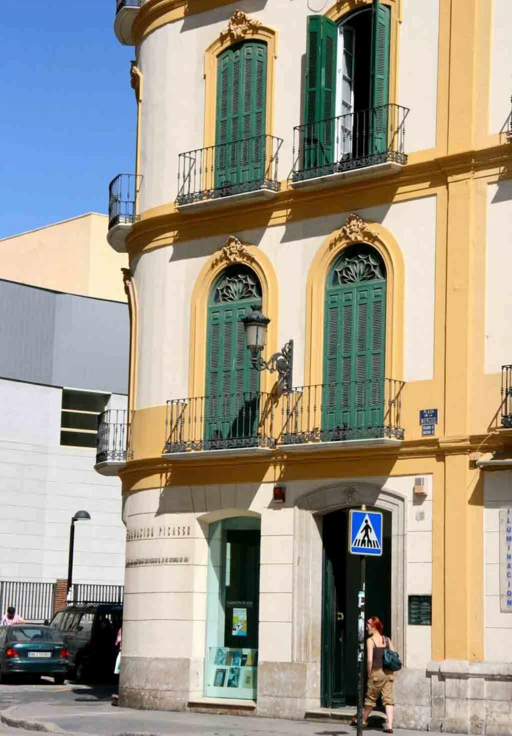 PICASSOS FØDESTED: Her i annen etasje (der vinduet er åpnet) ble Malagas store sønn Pablo Picasso født.