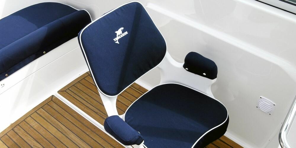 PLASS: Det er god sitteplass om bord. Stolene her er fra en tidlig modell.