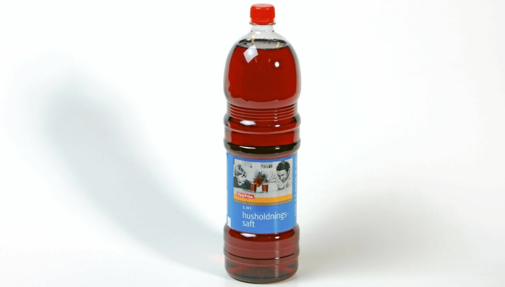 TEST: DinKost.no har bedt ernæringsfysiolog Gunn Helene Arsky teste næringsinnholdet i saft. Hele 45 typer har vært vurdert i testen.