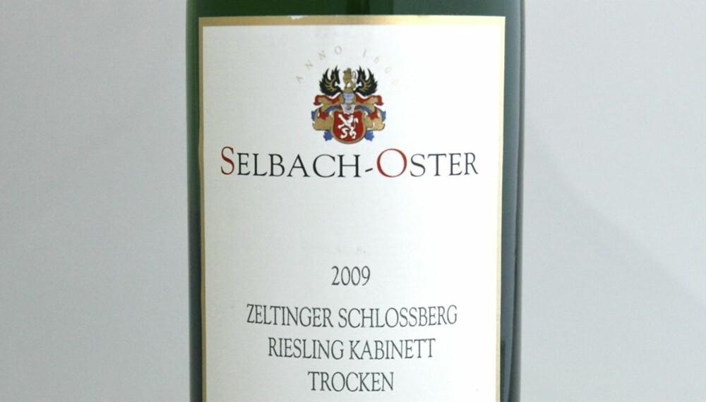 TEST AV RIESLING: Selbach-Oster Zeltinger Sonnenuhr Riesling Kabinett Trocken 2009 kom på fjerdeplass i testen.