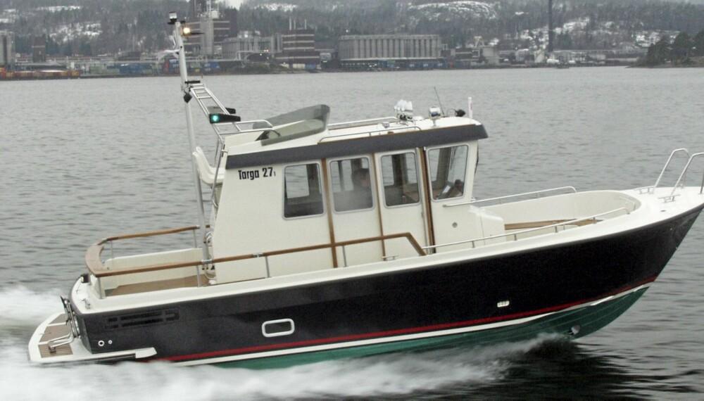 TØFFING: Sjøegenskapene til Targa er legendariske, og 27-foteren tåler langt mer enn skrogstørrelsen skulle tilsi.